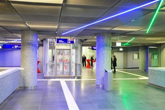 Frankfurt Taunusanlage station