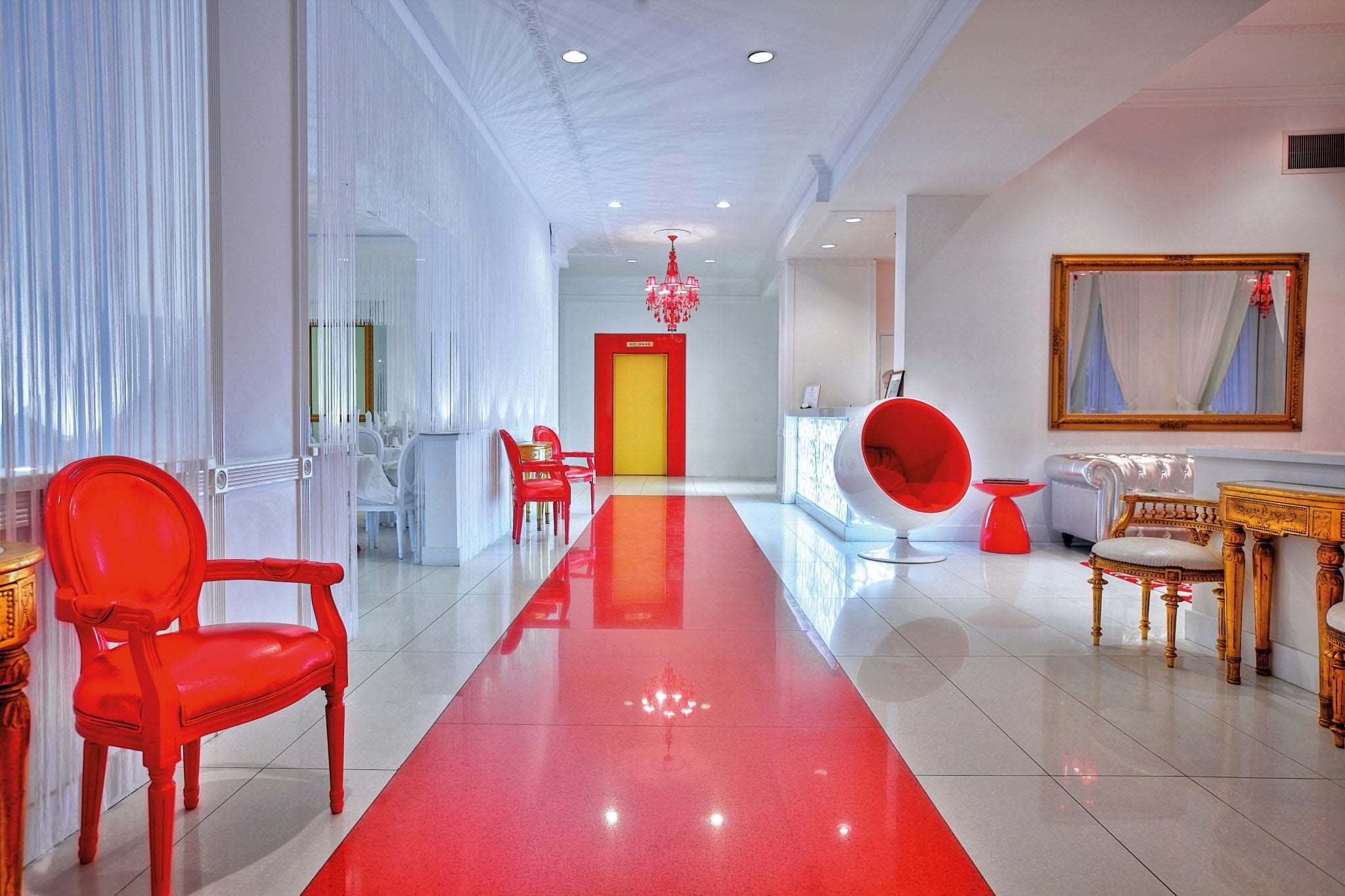 Lobby 2 in Red South Beach Hotel, Miami Beach USA Slide