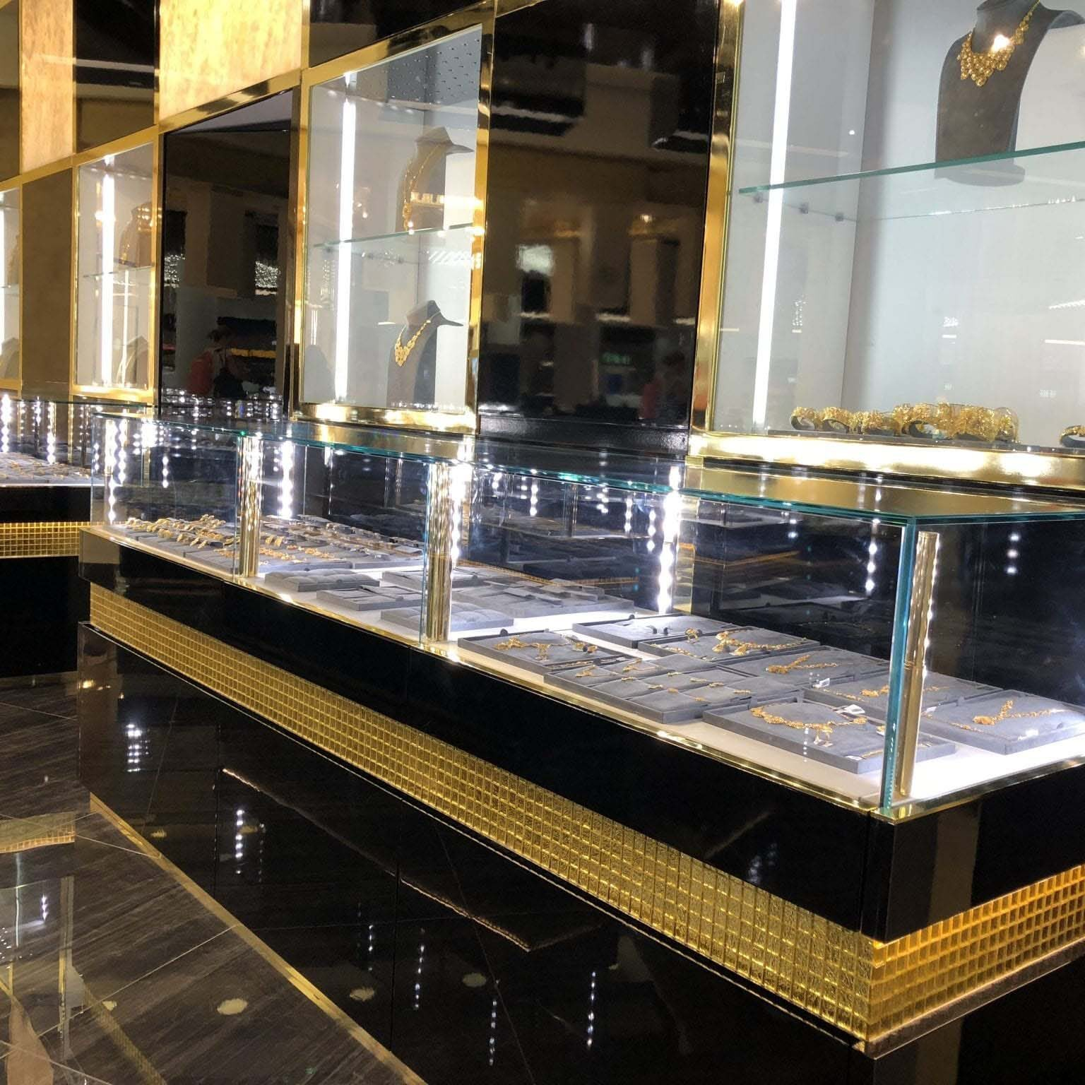 Jewelry Shop Muscat Airport in Muscat Oman Slide